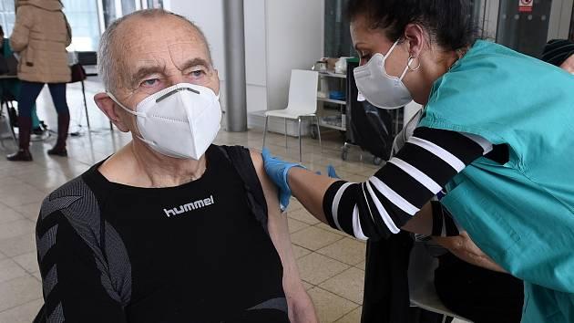 Pomoc pro důchodce v Pohořelicích: na očkování je odveze Senior taxi