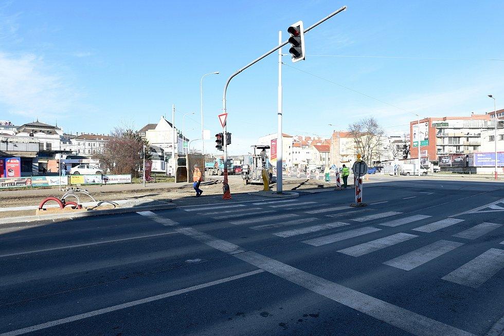 Dočasně zrušený přechod pro chodce v křižovatce Dornych Úzká u Vaňkovky.