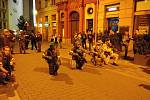 Brnem se prošly desítky děsivých zombie. Další ročník Zombie Walk Brno přilákal i stovky pozorovatelů v ulicích města.