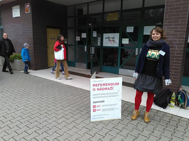Brněnští voliči letos zažívají trochu specifické volby. Kromě společných volebních místností pro krajské a senátní volby mohou zamířit do oddělených míst pro referenda.