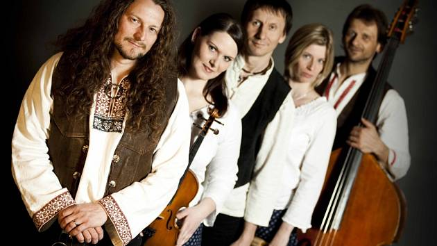 Tomáš Kočko & Orchestr, world music inspirovaná moravskou tradiční hudbou.
