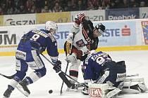 Hokejový boj o jižní Moravu mezi brněnskou Kometou a znojemskými Orly.