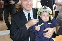 Oficiálně nejmladším hasičem je Šimon Riedl.