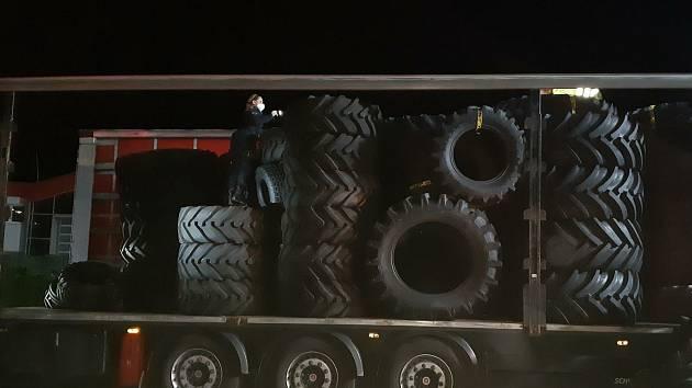 Pět Afgánců našli policisté v kamionu na D1.