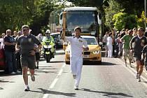 Tři sta metrů nesl Karel Kříž pochodeň s ohněm, který zaplál na olympijském stadionu v Londýně.