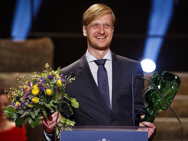 Cenu prezidia Herecké asociace pro mladého umělce do třiatřiceti let v oboru činoherní tvorby získal Martin Sičinák z brněnského HaDivadla.