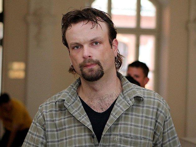 Miroslav Bartošík stráví za prodávání pervitinu mladým lidem třicet měsíců ve vězení s ostrahou.
