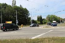 Složitou křižovatku u Uni hobby v brněnské Bystrci má vyřešit její přestavba.
