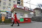 Zavřená trafika v ulici Kosmova v Brně.