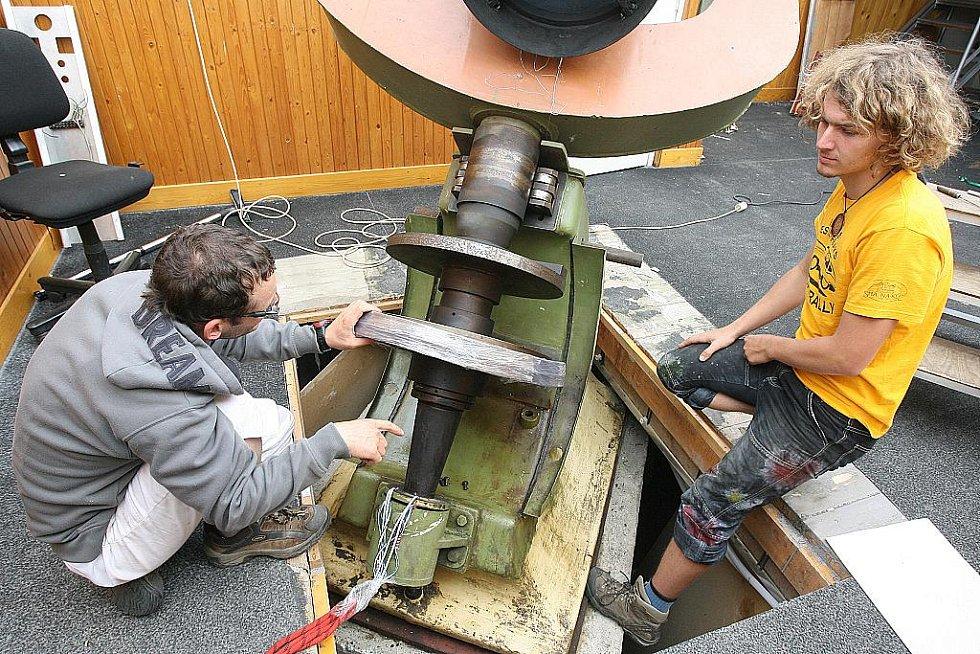 Stěhování zrcadlového dalekohledu z brněnské hvězdárny.