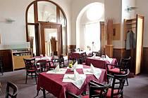Francouzská restaurace L´Eau Vive v Brně.