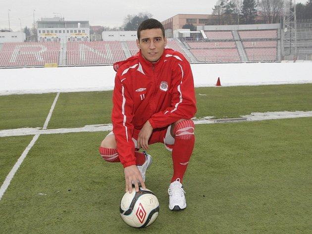 Srbský fotbalový útočník Miroslav Markovič v dresu Zbrojovky