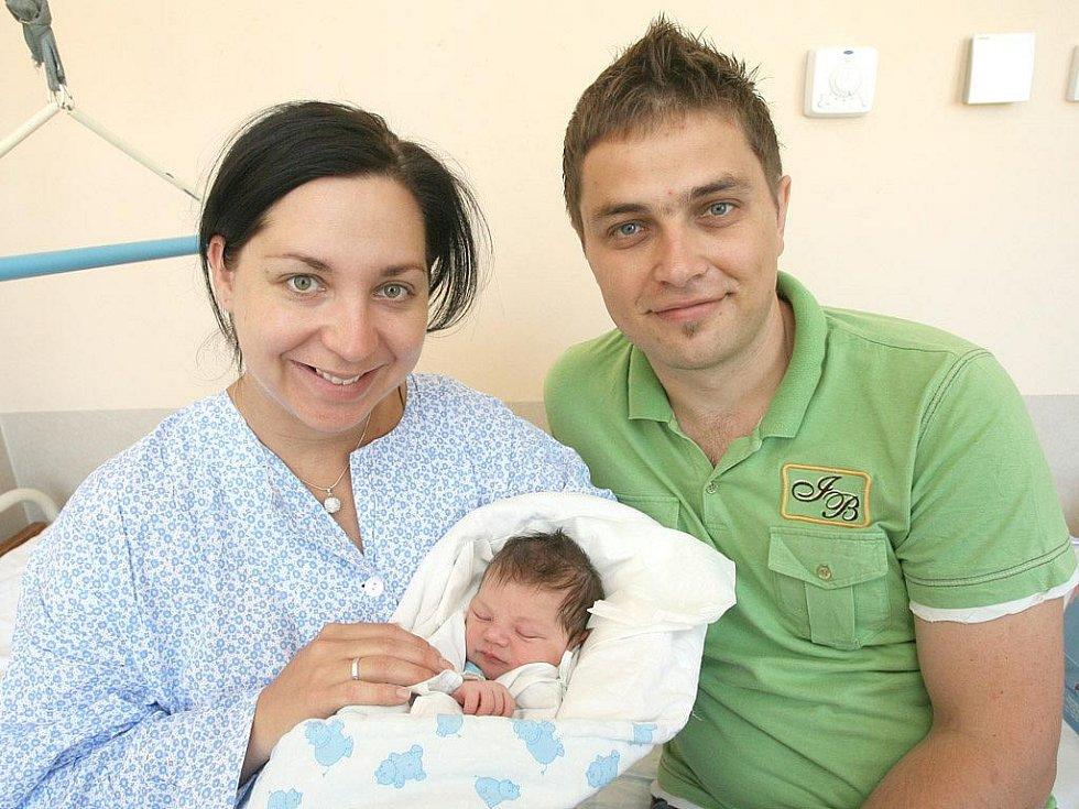 Viktor Peška z Brna nar. 8.7.2010 s maminkou Lucií a tatínkem Pavlem