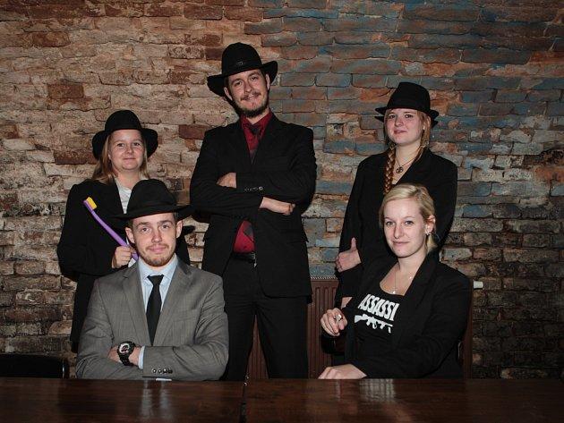 Skupina hráčů hry v ulicích Assassin.