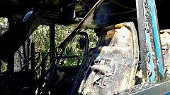 Autobus, který převážel školáky, začal za jízdy hořet.
