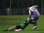 Pohárový zápas mezi ragbisty Dragon Brno (zeleno-černá) a Jimi Vyškov.