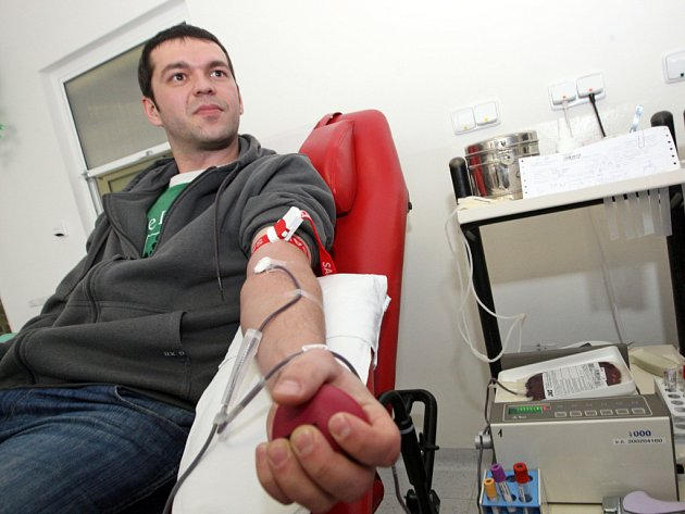 Fanoušci Komety darují krev.