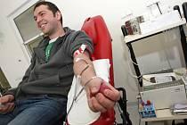 Fanoušek hokejové Komety daruje krev.