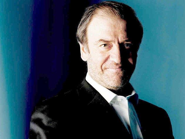 Londýnský symfonický orchestr povede dirigent Valerij Gergijev.