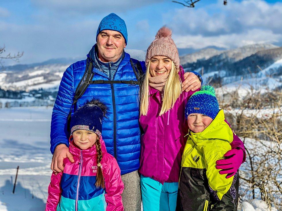Jiřímu Liptákovi fandili u televize manželka Petra, syn Daniel a dcera Karolína.