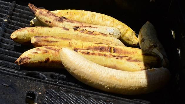 Lidé si mohli vybrat z několika druhů exotického ovoce.