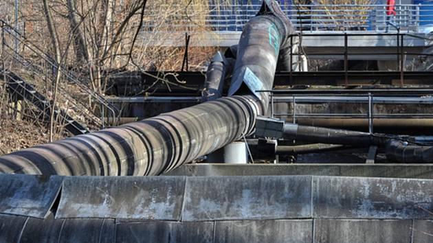 Prasklé potrubí a parovod uzavřely v Brně ulici Cejl