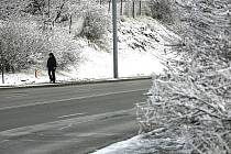 Z pátku na sobotu nasněžilo několik cm sněhu. K poledním hodinám se sníh rozpouštěl, ve vyšších polohách sníh dále přetrvává.