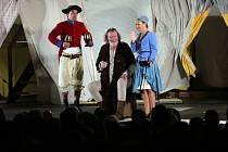 Shakespearovské slavnosti Brno zahájila na Špilberku hra Veselé paničky Windsorské.