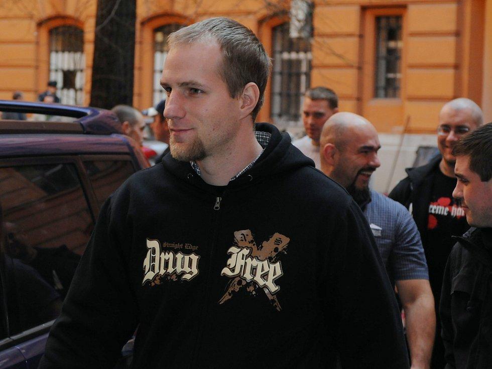 Členové Národního odporu před brněnským soudem.