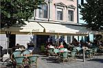 Zahrádky u restaurací v centru Brna se proměnily. Nová metodika sice začne platit až příští rok, někteří restauratéři se jí ovšem přizpůsobili už letos.