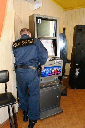 Osmapadesát nelegálních herních zařízení objevili minulý týden jihomoravští celníci při celostátní kontrolní akci. V kraji jich zabavili nejvíc z celé republiky.