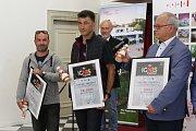 Vyhlášení výsledků soutěžních ohňostrojů festivalu Ignis Brunensis. Na snímku zleva zástupci týmů z Francie, Rumunska a Polska.