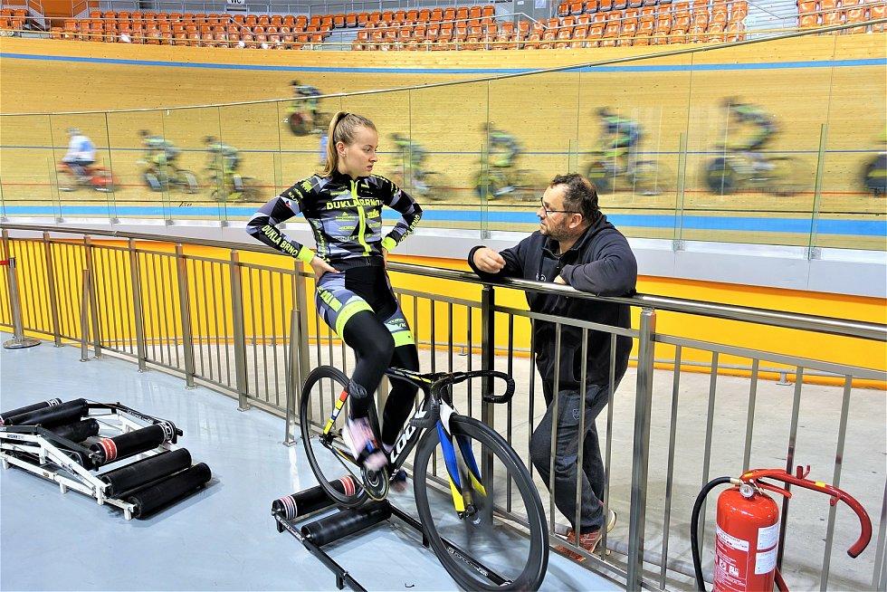 Dráhoví cyklisté brněnské Dukly  (Veronika Jaborníková a masér Petr Buček) strávili další dva týdny na soustředění v Bulharsku.