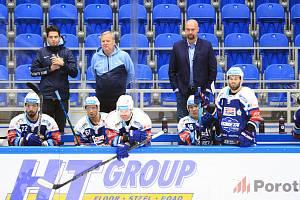 Hokejisté Komety stačili v dosavadním extraligovém ročníku odehrát pouhé dva duely.