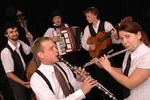 Kapela Létající rabín se zaměřuje na tradiční židovskou hudbu. Na Pekárně vystoupí v dubnu.