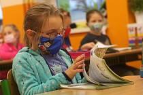 Děti školou povinné se obracejí na Modrou linku se spoustou starostí. Ilustrační snímek.