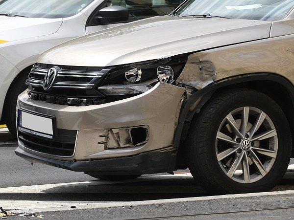 Pondělní nehoda auta a tramvaje ukřižovatky brněnských ulic Koliště a Milady Horákové.