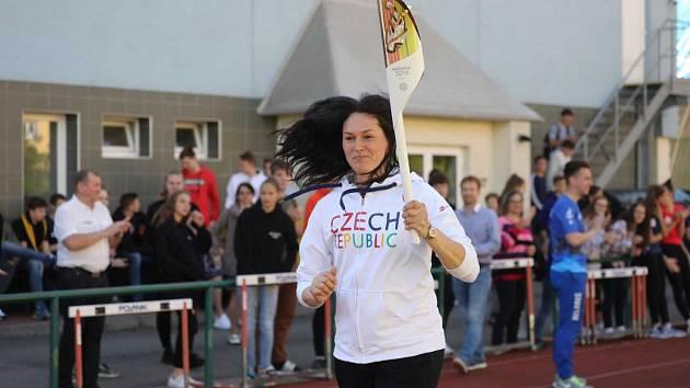 Pochodeň Evropských her měla zastávku v Brně, štafetu zahájila Šárka Kašpárková.