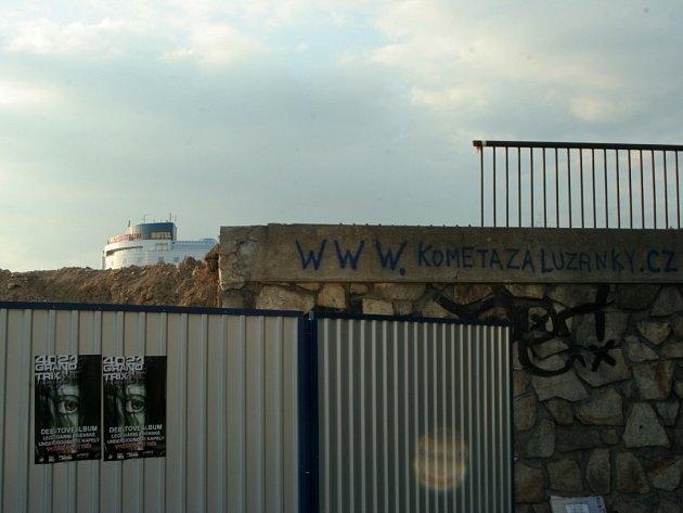 Zastávka Zimní stadion poblíž místa, kde stadion stál.