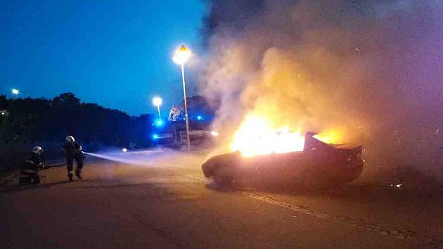 V brněnské Líšni o víkendu hořely dva automobily. Výše škod je aktuálně v šetření.