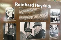 Výstava mapující úspěšné provedení atentátu na zastupujícího říšského protektora Reinharda Heydricha je k vidění ve vestibulu Fakulty ekonomiky a managementu v Kounicově ulici..