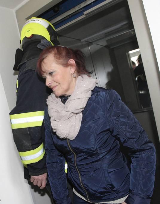Čtvrteční cvičení hasičů a policistů v Brně při simulovaném blackoutu - hromadném výpadku elektřiny.