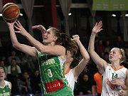 Ilona Burgrová z KP Brno (v zeleném)
