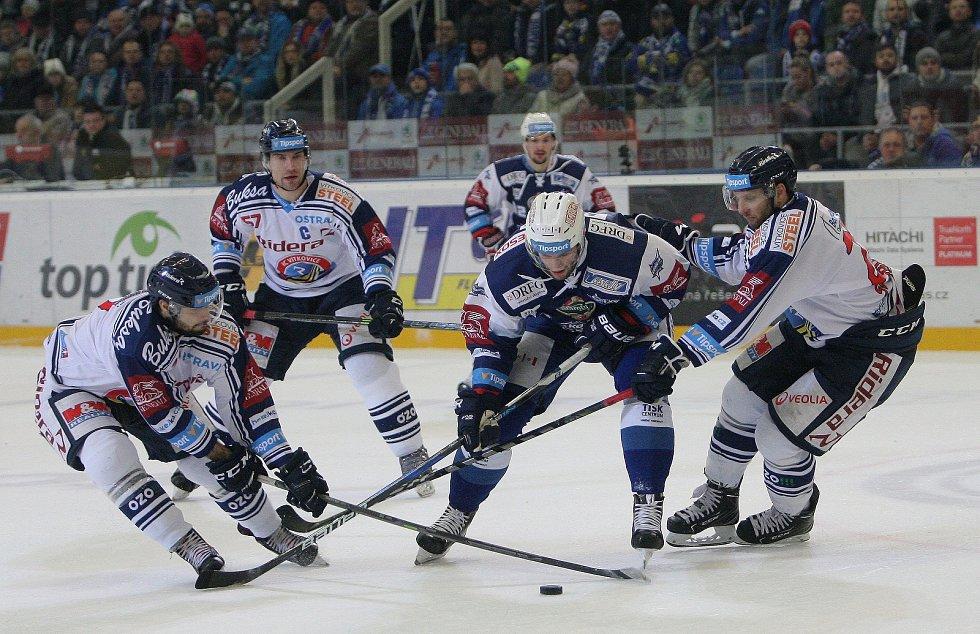 Hokejisté brněnské Komety porazili i ve čtvrtém utkání čtvrtfinálové série play-off extraligy Vítkovice, tentokrát 3:1.  Na snímku Vincour.