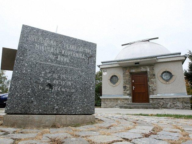 Zrekonstruovaná kopule brněnské hvězdárny.