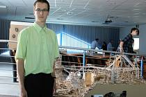 Výtvory z vlnité lepenky v brněnském Pavilonu Anthropos. Ocenění za nejlepší stavbu získal Jan Pytlík ze střední průmyslové školy stavební v Ostravě. Vyhrál s dílem Stezka nad vodou.