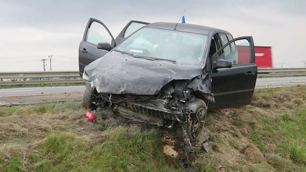 Zdrogovaný řidič se proháněl v protisměru. Nakonec havaroval