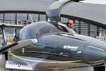 Na brněnském letišti se v úterý poprvé představilo nové letadlo Diamond DA62. Moderní šestimístný stroj je klenot nejen svým vzhledem, ale také technologií.