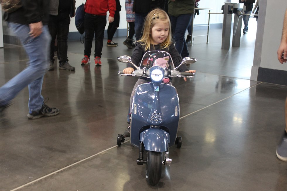 Téměř čtyři sta značek motocyklů, doplňků i výbavy se představuje na veletrhu Motosalon na brněnském výstavišti.
