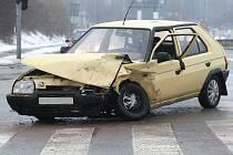 V brněnské Líšni v sobotu havarovali řidiči Škody Favoritu a Felicie.